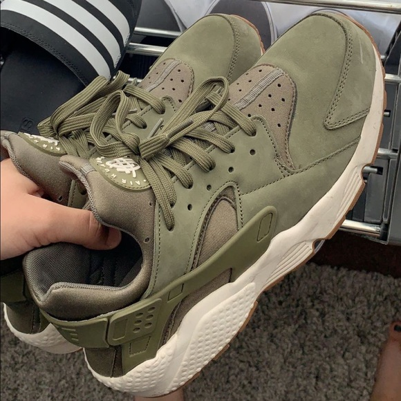 best website 0bed3 58b24 Olive Green Nike Huaraches Men - Worn - FIRM PRICE